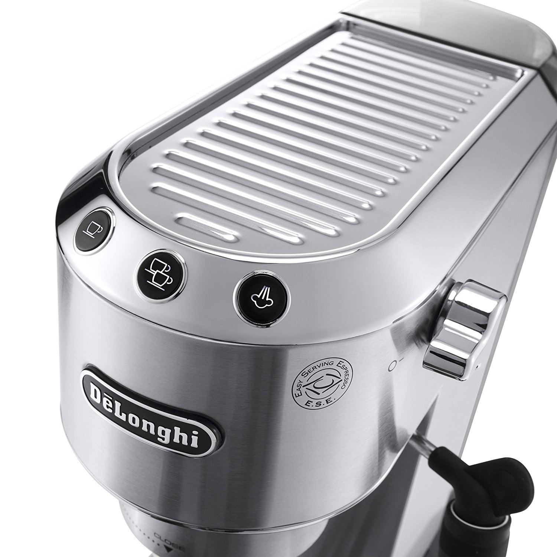 Bedienelemente der getesteten Espressomaschine DeLonghi Dedica EC 685.M Espresso-Siebträgermaschine