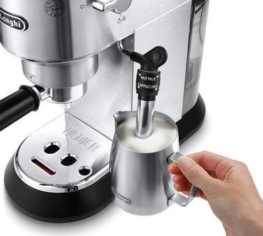 DeLonghi Dedica EC 685.M Espresso-Siebträgermaschine im Test - Milch richtig schäumen