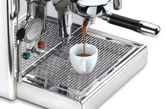 Espressomaschine-im-Einsatz-Detail