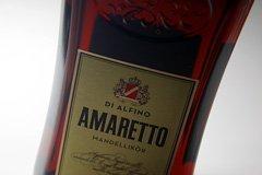Amaretto für das Tiramisu