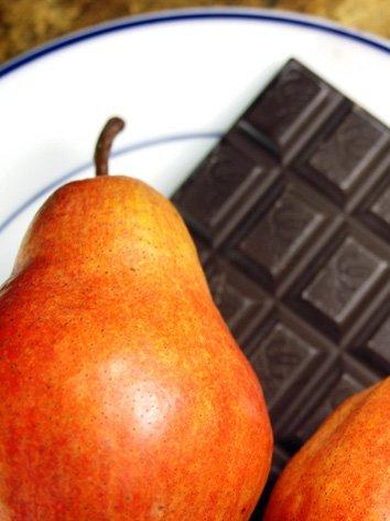 Birnen und Schokolade für das Kuchen Rezept