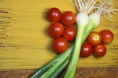 spaghetti-pasta-fruehlingszwiebeln-cherrytomaten